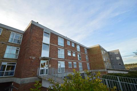 Studio to rent - Rotunda Road, Eastbourne, East Sussex, BN23 6LG