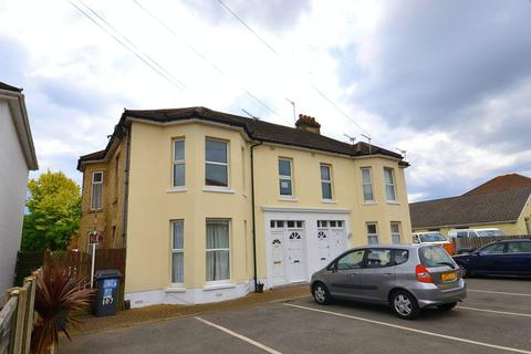 2 bedroom apartment to rent - Malmesbury Park Road, Bournemouth