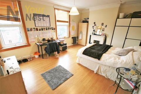 6 bedroom terraced house to rent - St Michaels Road, Headingley, LS6 3BG