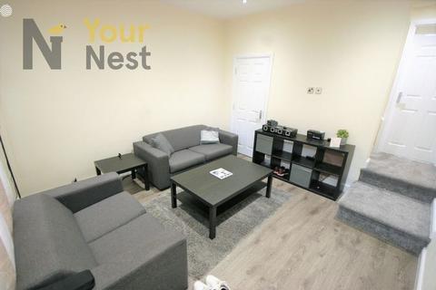 2 bedroom terraced house to rent - 4 Bedroom property let as 2 bed. Welton place, Leeds, LS6 1EW.