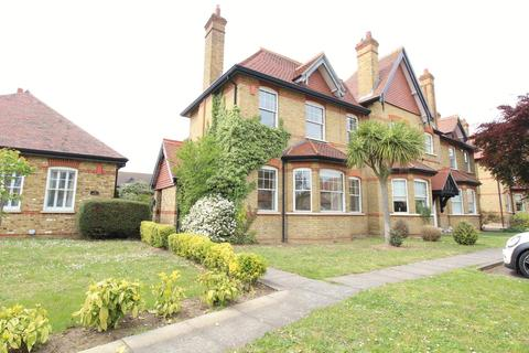 4 bedroom semi-detached house to rent - The Mall, Hornchurch