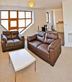 2 bedroom apartment to rent - SPACIOUS, LIGHT APARTMENT, GREAT LOCATION