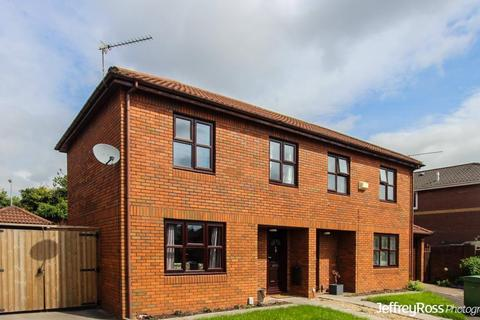 3 bedroom semi-detached house to rent - Howardian Close, Penylan