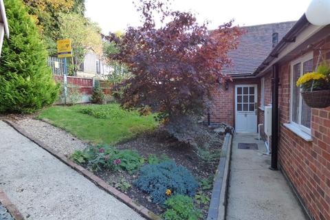 2 bedroom semi-detached bungalow to rent - Cross Side, Clifton, Ashbourne