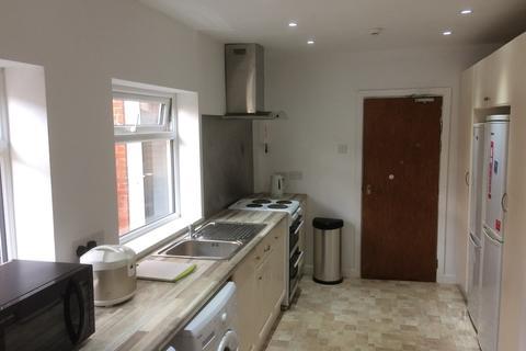 5 bedroom semi-detached house to rent - Broadlands Road