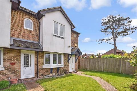2 bedroom semi-detached house for sale - Fairbourne Lane, Yorke Gate, Caterham, Surrey