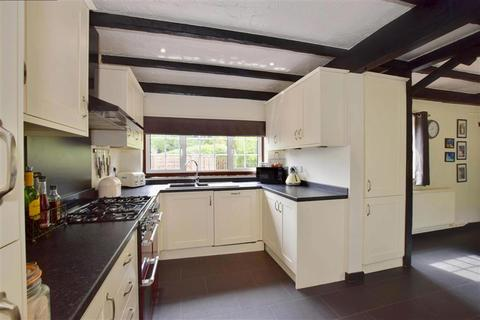 5 bedroom detached bungalow for sale - Tonbridge Road, Hildenborough, Tonbridge, Kent