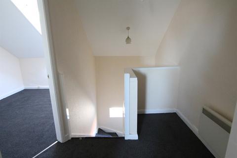 2 bedroom flat to rent - Hallgate, HU16