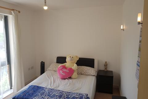 2 bedroom flat to rent - Flat 14 Henlow Road, Bushey