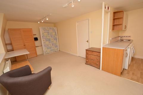 Studio to rent - Henrietta Street