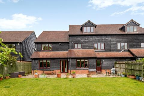 5 bedroom semi-detached house for sale - Old Stocks Court, Upper Basildon, Reading