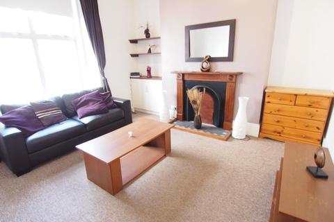 2 bedroom flat to rent - Elmbank Road, First Right, AB24