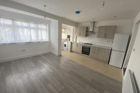 3 bedroom terraced house to rent - Rutland Road, London E7
