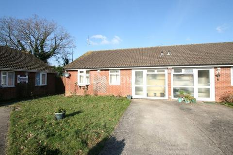 2 bedroom bungalow for sale - Pavaland Close, St Mellons, Cardiff