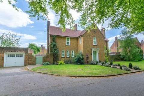 4 bedroom detached house for sale - 9 Earl of Bandon Avenue, West Raynham
