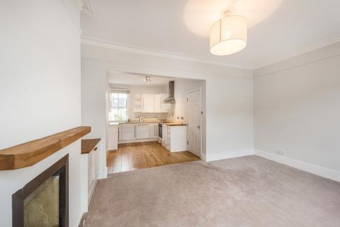 2 bedroom flat to rent - Dymock Street, London