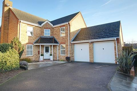 4 bedroom detached house for sale - Wells Close, West Cheshunt