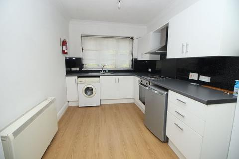 Studio to rent - London Road, High Wycombe, HP11