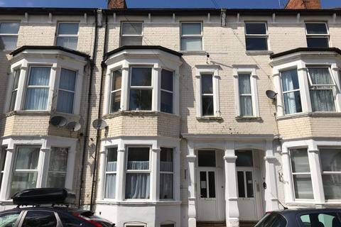 Studio to rent - Colwyn Road, Northampton