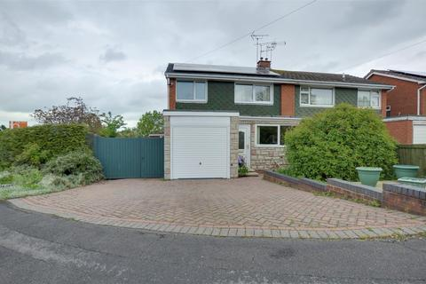 3 bedroom semi-detached house for sale - Norfolk Way, Stafford, ST17 9RN