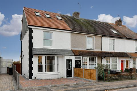 3 bedroom end of terrace house for sale - New North Road, Reigate