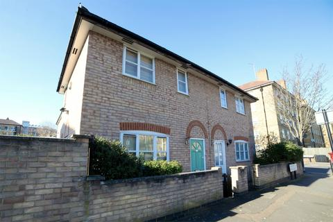 1 bedroom semi-detached house to rent - Bishops Way, London, E2