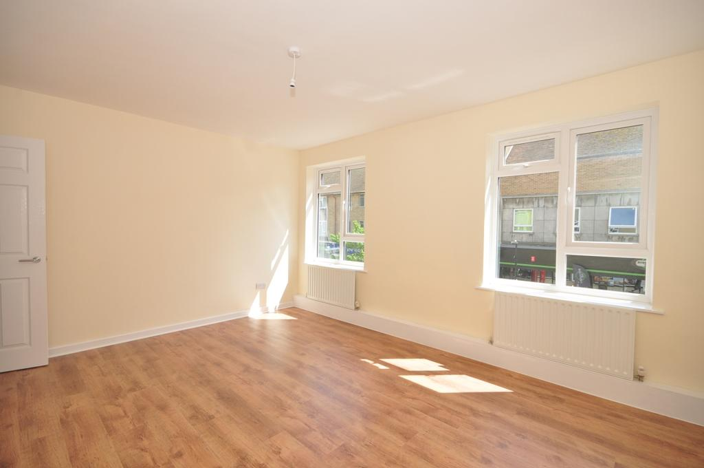 1d4d32fbf33 Leigh Park Post Office Park Parade PO9 3 bed flat to rent - £850 pcm ...