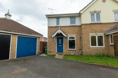 2 bedroom semi-detached house to rent - Mersea Crescent, Wickford SS12