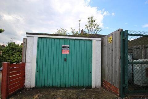Garage to rent - St Peter's Street, South Croydon