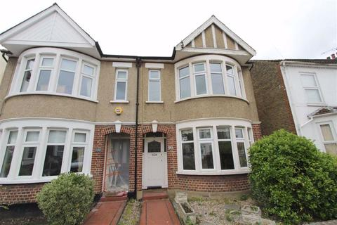 search 3 bed houses to rent in southend on sea onthemarket rh onthemarket com three bedroom house for rent near me three bedroom house for rent in london