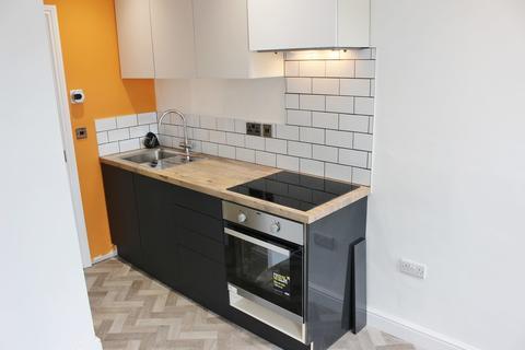 Studio to rent - Groundwell Road, Swindon