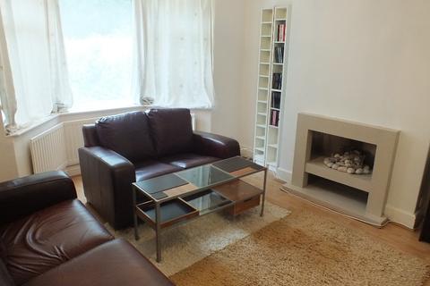 4 bedroom semi-detached house to rent -  Hollin Mount,  Leeds, LS16