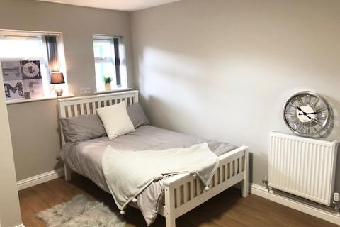 6 bedroom house share to rent - Crescent Road, London SE18