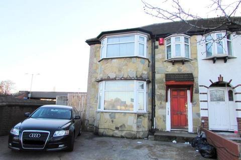 Studio to rent - Park Avenue, Park Royal, London NW10