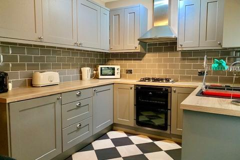 2 bedroom terraced house to rent - Humber Street, Salford, Lancashire, M50