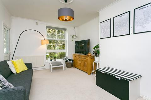 3 bedroom flat to rent - Gracefield Gardens, Streatham