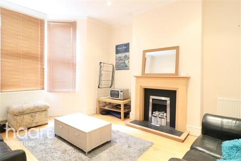 4 bedroom detached house to rent - Gassiot Road, SW17