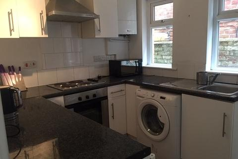 4 bedroom property to rent - Newcombe Rd, Southampton, SO15