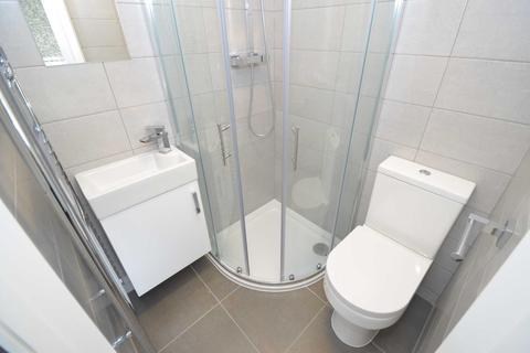 6 bedroom semi-detached house to rent - Preston Road, Bedford