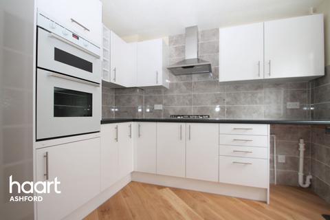 3 bedroom semi-detached house for sale - Falcon Way, Ashford