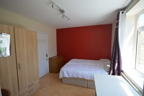 House share to rent - Strattondale Street, Coldharbour