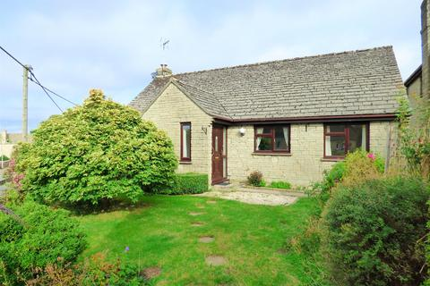 3 bedroom bungalow for sale - Brook Close, Northleach, Cheltenham, Gloucestershire