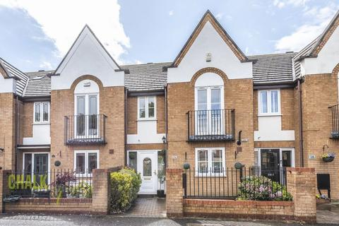 3 bedroom terraced house for sale - Wallis Close, Hornchurch, RM11