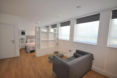 Studio to rent - Langwood House, 63-81 High Street, Rickmansworth