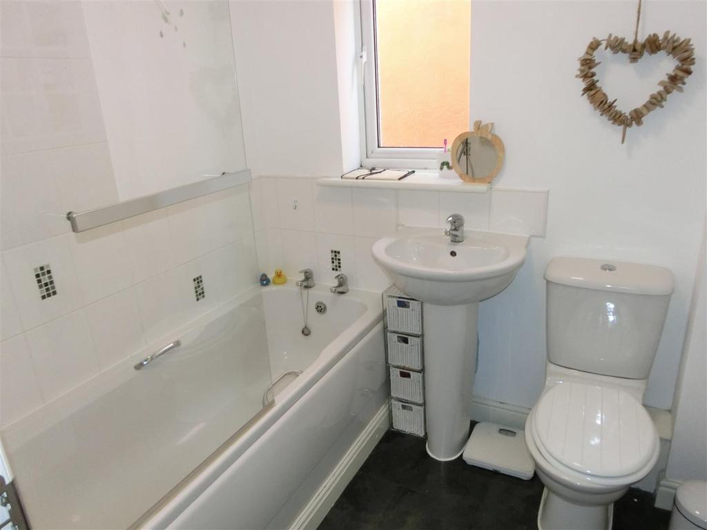 Balmoral Way 63 Bathroom.JPG
