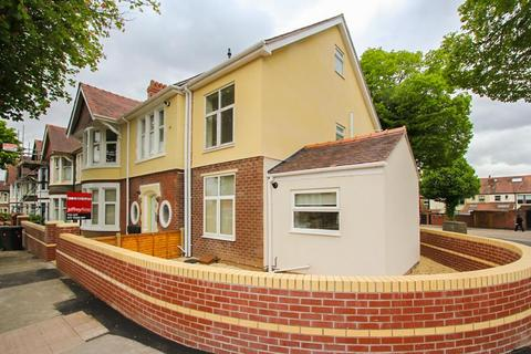 2 bedroom apartment to rent - Colchester Avenue, Penylan