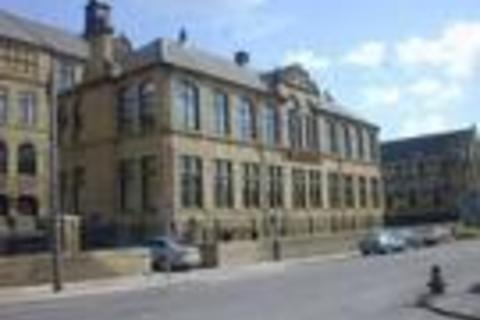 3 bedroom flat to rent - Byron Halls, Bradford