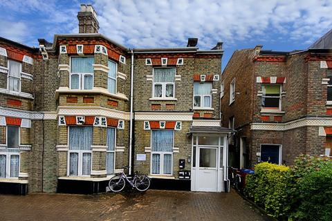 3 bedroom flat to rent - The Vale, W3