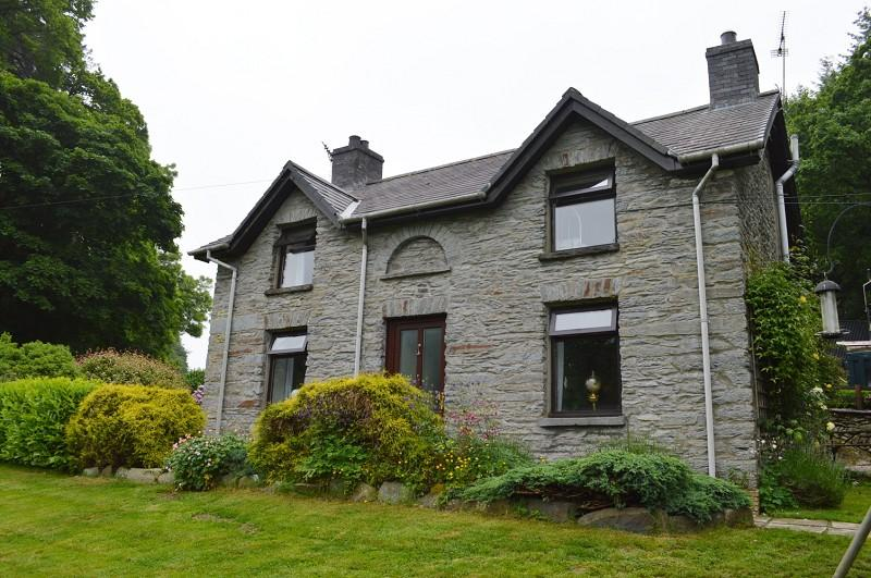 3 Bedrooms Land Commercial for sale in Penybont Gate , Llanafan, Aberystwyth, Ceredigion. SY23 4BJ