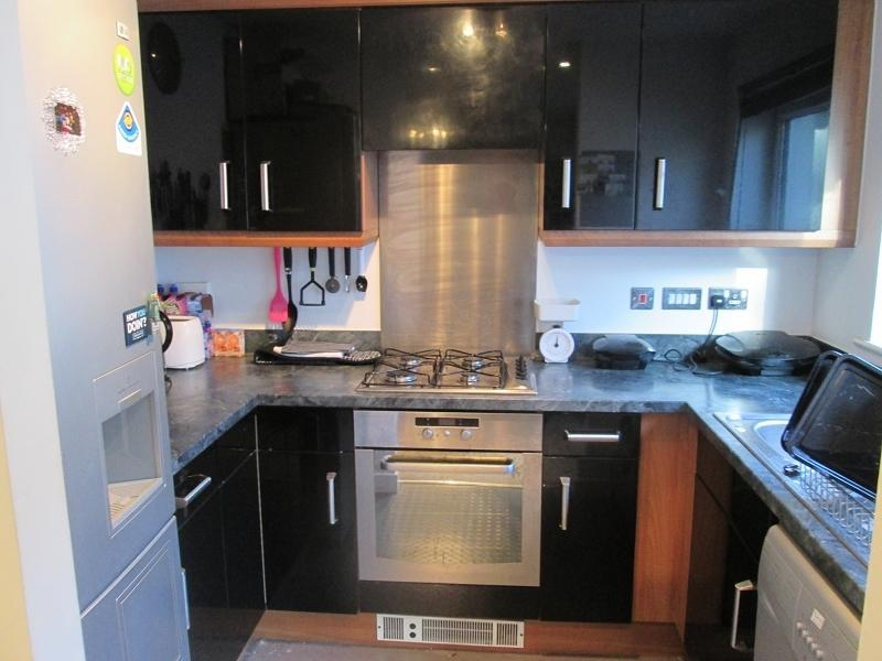 2 Bedrooms Flat for sale in Phoebe Road, Copper Quarter, Swansea.